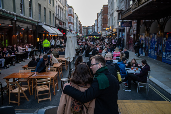Street「England Businesses Re-Open As Coronavirus Restrictions Ease」:写真・画像(17)[壁紙.com]