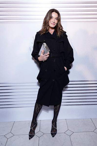 Carla Bruni「Jean-Paul Gaultier - 50th Birthday Cocktail And Party - Photocall」:写真・画像(2)[壁紙.com]