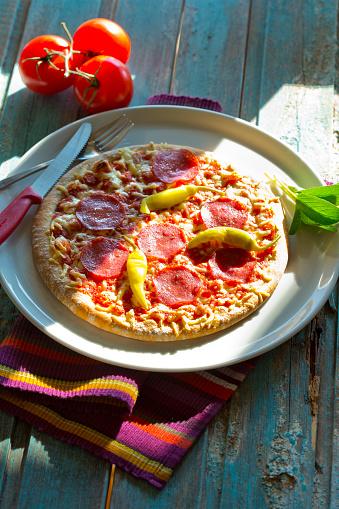イタリア料理「Salami pizza with chili peppers」:スマホ壁紙(7)