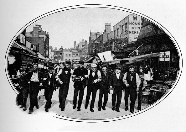 Blue-collar Worker「Street melody, London, c1901 (1901)」:写真・画像(15)[壁紙.com]