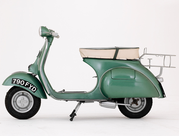 Clipping Path「1950 Douglas Vespa 152-L2 scooter」:写真・画像(2)[壁紙.com]