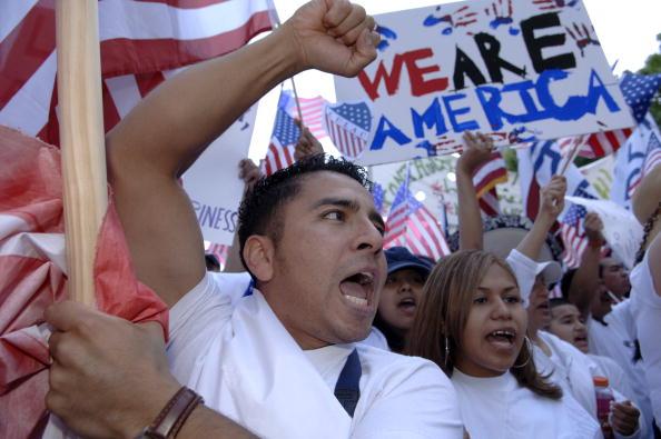 Patriotism「Marchers In Dallas Protest Proposed Immigration Reform」:写真・画像(14)[壁紙.com]