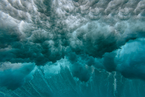Ominous「Maledives, Ocean, underwater shot, wave」:スマホ壁紙(15)