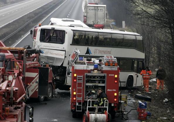 Bus「Two Die in Coach Crash Carrying British School Children」:写真・画像(8)[壁紙.com]