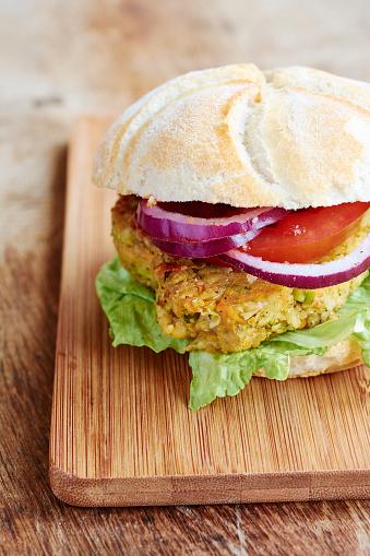 Veggie Burger「Veggi burger, broccoli, carrots, chickpeas, onions and ketchup」:スマホ壁紙(14)