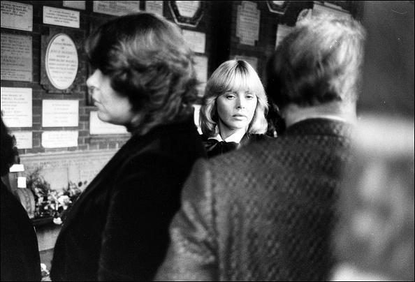 Britt Ekland「Britt Ekland at the funeral of Peter Sellers」:写真・画像(19)[壁紙.com]