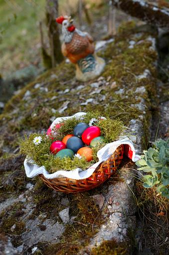 イースター「Colorful Easter Eggs in Basket」:スマホ壁紙(16)