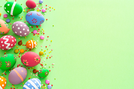 Easter Egg「Colorful Easter eggs with candies and sugar sprinkles on green background. Copy space」:スマホ壁紙(10)
