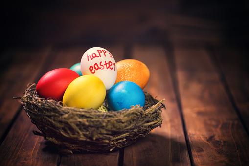 イースター「Colorful Easter Eggs in a Nest」:スマホ壁紙(18)
