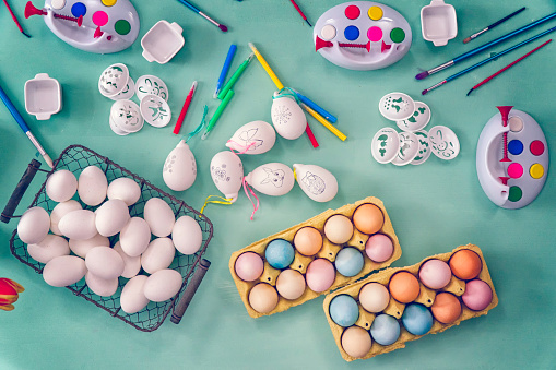 Easter Bunny「Colorful Easter Eggs Decoration on Wooden Background」:スマホ壁紙(11)