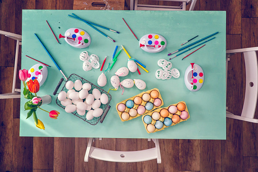 イースター「Colorful Easter Eggs Decoration on Wooden Background」:スマホ壁紙(1)
