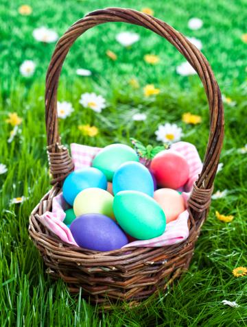 イースター「カラフルなイースター卵装飾を施した緑の芝生」:スマホ壁紙(18)