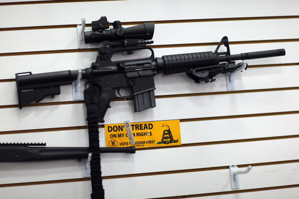AR-15「Obama's Issues 23 Executive Orders, His First Step In  Broad Gun Control Plan」:写真・画像(8)[壁紙.com]