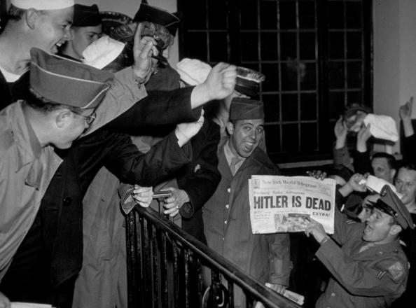 Express Newspapers「Hitler Dead」:写真・画像(1)[壁紙.com]