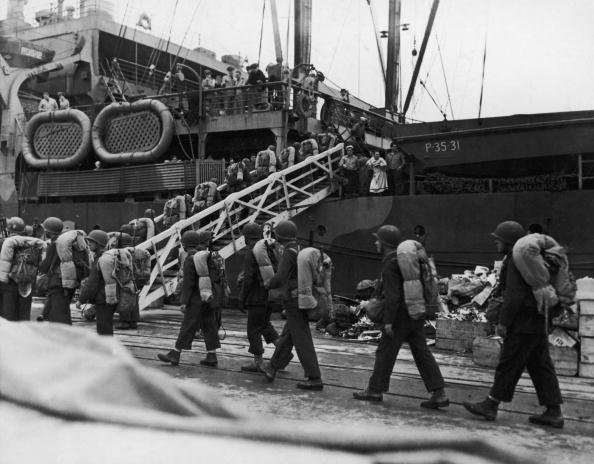 Passenger Boarding Bridge「US Troop Embarkation」:写真・画像(12)[壁紙.com]
