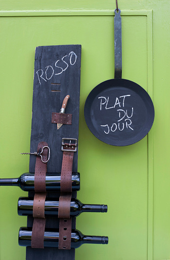 Belt「Frying pan and DIY wine rack made of wooden plank and old belts」:スマホ壁紙(19)