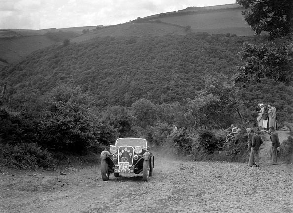 Country Road「Singer sports competing in the Mid Surrey AC Barnstaple Trial, Beggars Roost, Devon, 1934」:写真・画像(5)[壁紙.com]