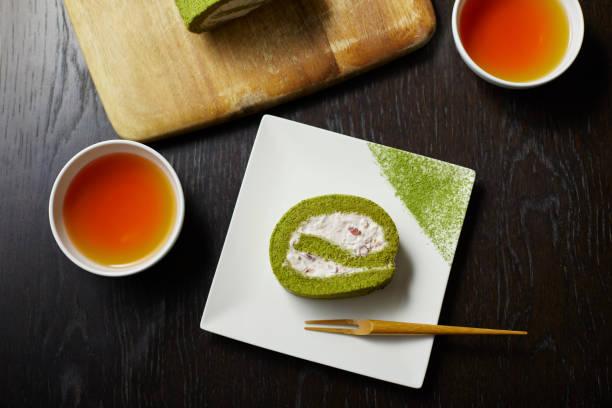 Matcha roll cake and tea:スマホ壁紙(壁紙.com)