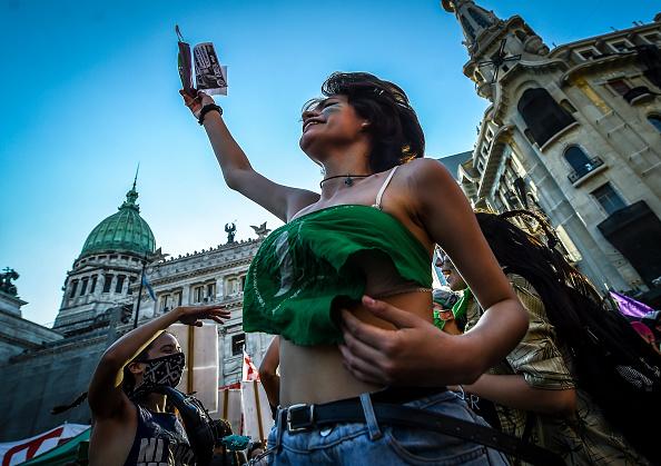 Decisions「Argentine Senate Decides on Legalization of Abortion」:写真・画像(9)[壁紙.com]