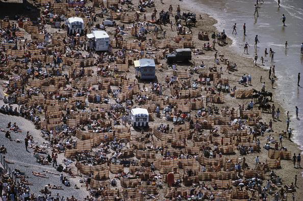 Travel Destinations「Crowded Summer Beach」:写真・画像(17)[壁紙.com]