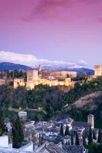 Granada Province「Spain, Granada, View over Alhambra, Sierra Nevada in background」:スマホ壁紙(16)