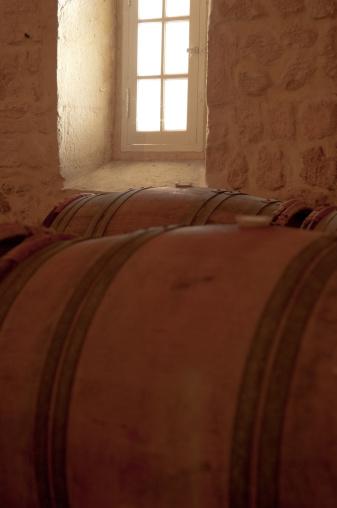 Nouvelle-Aquitaine「old wine barrels」:スマホ壁紙(19)
