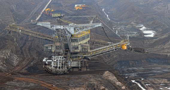 Lignite「Open Strip Coal mine with Bucket-wheel excavator at conveyor belt」:スマホ壁紙(13)