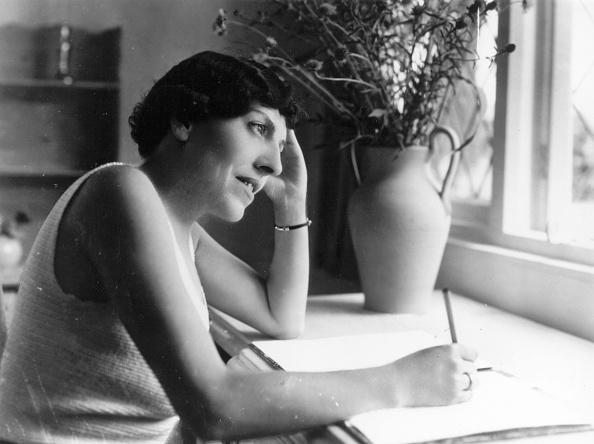Writing「Dodie Smith」:写真・画像(17)[壁紙.com]