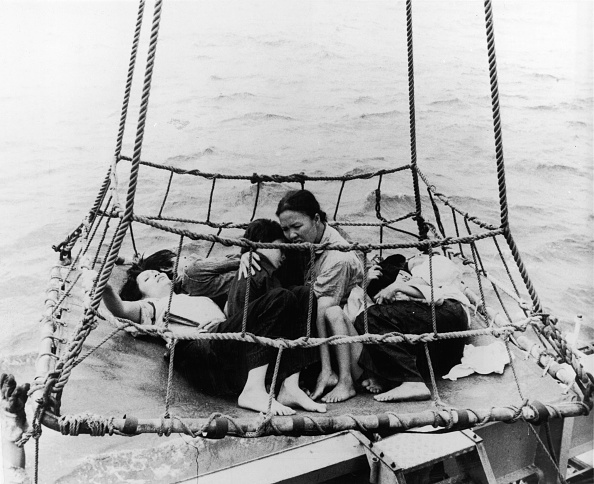 People「Refugees Hauled Out Of The Sea」:写真・画像(6)[壁紙.com]