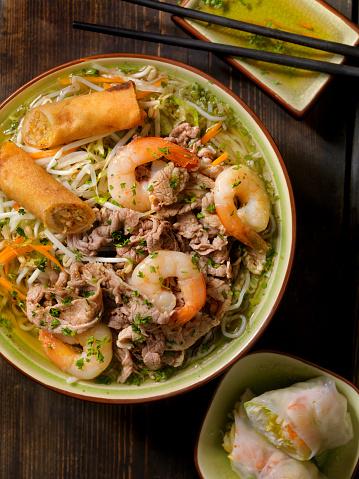 最上部「ベトナムのエビ、牛肉米麺 (フォー)」:スマホ壁紙(2)