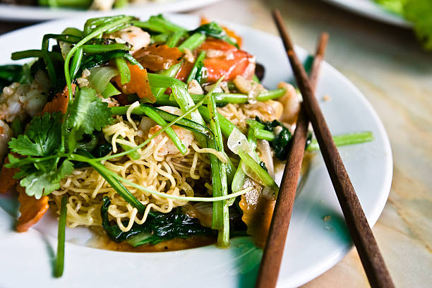 Vietnamese cuisine. Shrimp noodle dish:スマホ壁紙(壁紙.com)