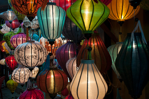 Chinese Lantern「Vietnamese silk lanterns illuminated at night.」:スマホ壁紙(6)