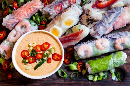 Vietnamese Culture「Vietnamese summer rolls with prawns and spicy peanut dip」:スマホ壁紙(8)