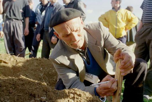 Wooden Post「Killed Ethnic Albanians'' Funeral in Macedonia」:写真・画像(13)[壁紙.com]