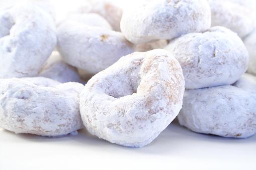 Indulgence「White powdered sugar donuts on white background」:スマホ壁紙(19)