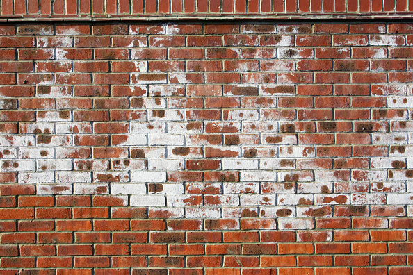 Brick Wall「A white powdery deposit, called efflorescence is common on new brick walls. It is caused by salts in the bricks reacting with rain-water as soluble salts are transported to the surface of the brickwork by water. Persistent efflorescence should be taken a」:写真・画像(8)[壁紙.com]