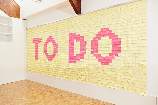 Adhesive Note「Sticky notes forming to do on office wall」:スマホ壁紙(13)