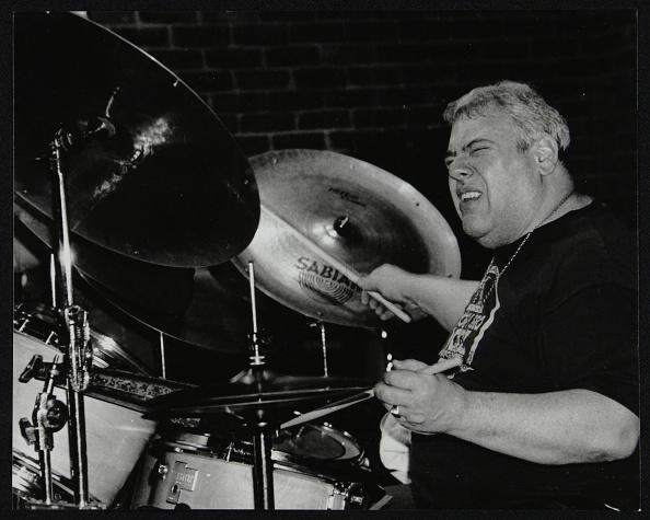 ドラマー「Drummer Martin Drew playing at The Fairway, Welwyn Garden City, Hertfordshire, 15 February 1998. Artist: Denis Williams」:写真・画像(9)[壁紙.com]