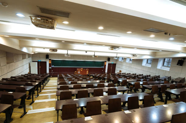 Empty lecture hall during coronavirus pandemic:スマホ壁紙(壁紙.com)