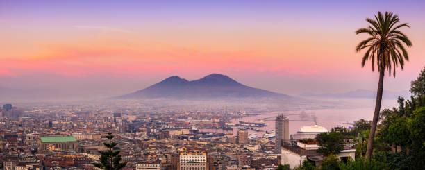 Naples and vesuvius at sunset. Italy:スマホ壁紙(壁紙.com)