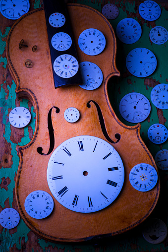 Violin「Violin with watch faces」:スマホ壁紙(5)
