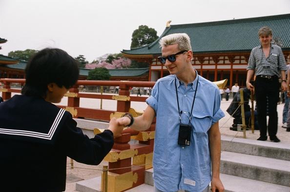 京都府「Depeche Mode David Gahan And A Female High School Student At Kiyomizu Temple In Higashiyama Kyoto」:写真・画像(5)[壁紙.com]