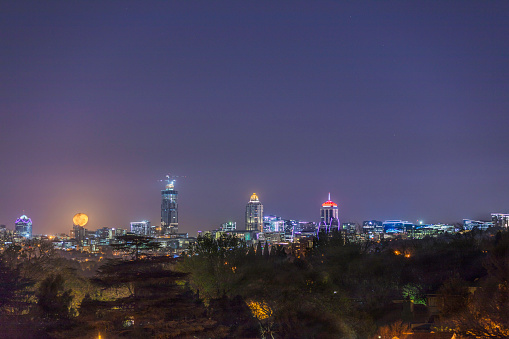 South Africa「Sandton City developments in the evening with a moon rising」:スマホ壁紙(17)