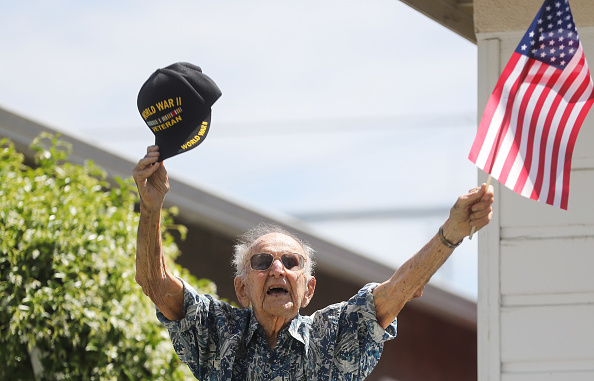 Veteran「Drive-By Birthday Held For WWII Vet Turning 105 Years Old」:写真・画像(15)[壁紙.com]