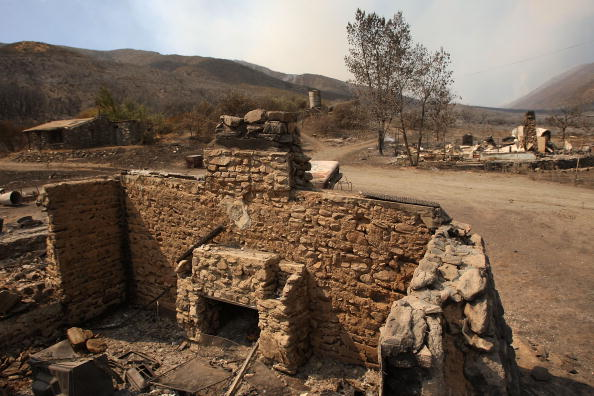 San Bernardino National Forest「Southern California Wildfire Burns Over 3500 Acres Of San Gabriel Mtns」:写真・画像(11)[壁紙.com]