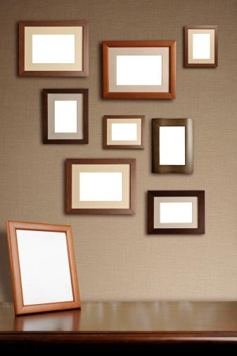 ノスタルジック「たくさんのフレームの壁」:スマホ壁紙(5)