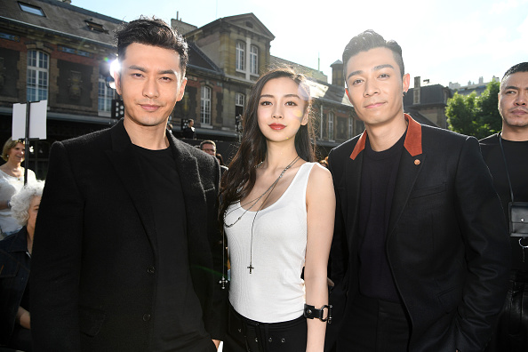Angelababy「Givenchy : Front Row  - Paris Fashion Week - Menswear Spring/Summer 2017」:写真・画像(0)[壁紙.com]