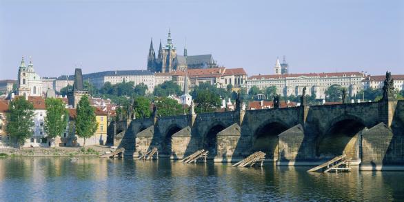 St Vitus's Cathedral「Prague Castle, St. Vitus Cathedral, and Charles Bridge, Prague, Czech Republic」:スマホ壁紙(5)