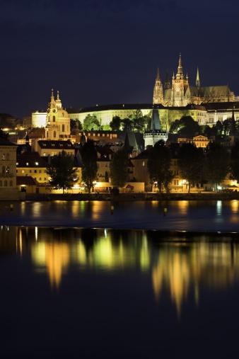 St Vitus's Cathedral「Prague Castle, Saint Vitus Cathedral and Vlatava River at dusk, Prague, Czech Republic」:スマホ壁紙(0)