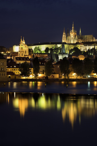 St Vitus's Cathedral「Prague Castle, Saint Vitus Cathedral and Vlatava River at dusk, Prague, Czech Republic」:スマホ壁紙(1)